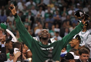 Boston Celtics' Kevin Garnett celebrates